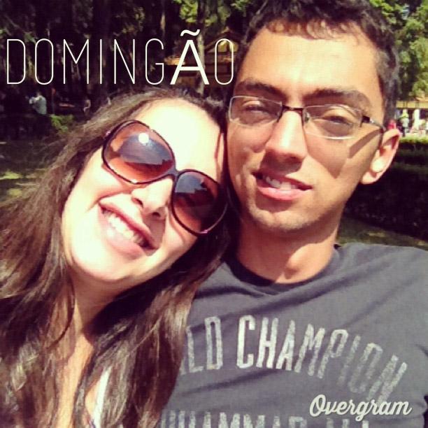 Eu e o Luiz, curtindo o sol no domingão - e desde já adquirindo hábitos saudáveis para a Marininha