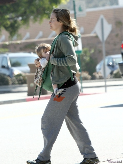 alicia_silverstone_walks_while_breastfeeding_her_son_aZFvX3C.sized